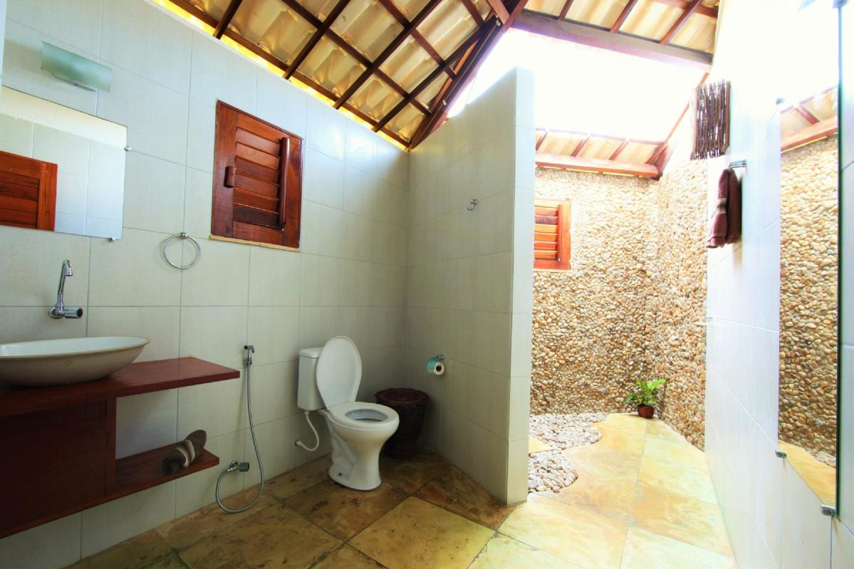 Cabana Bathroom | Windtown Cucumbo Brazil